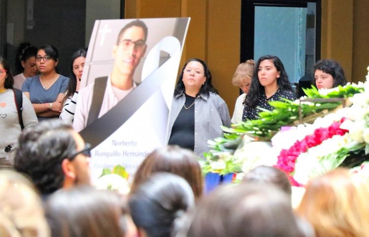Exigen con pancartas no dejar impune homicidio de Norberto Ronquillo