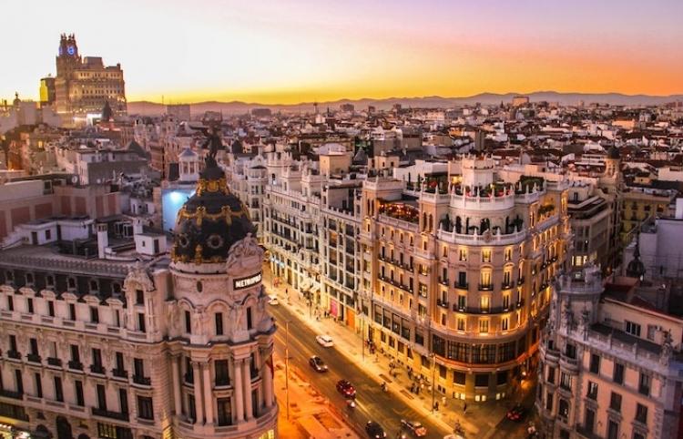 Madrid plantea levantar el toque de queda pese a ser la región de España con más contagios