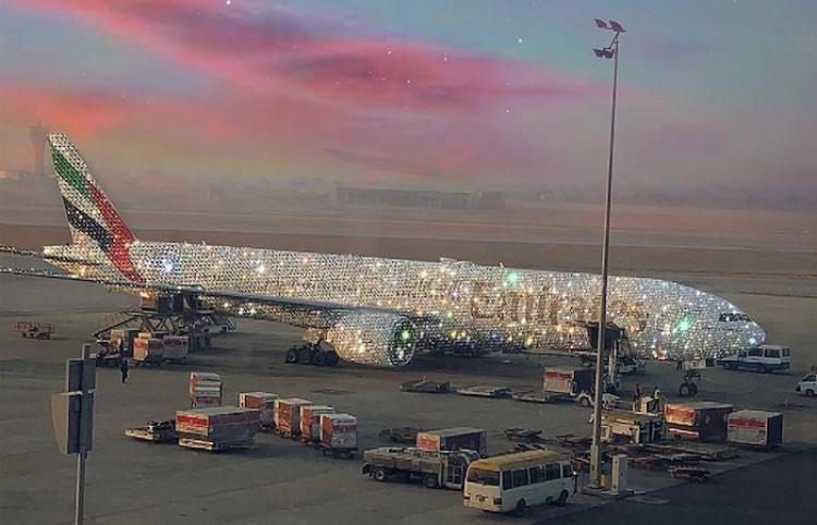 Emirates muestra cómo se vería un Boeing cubierto de cristales Swarovski