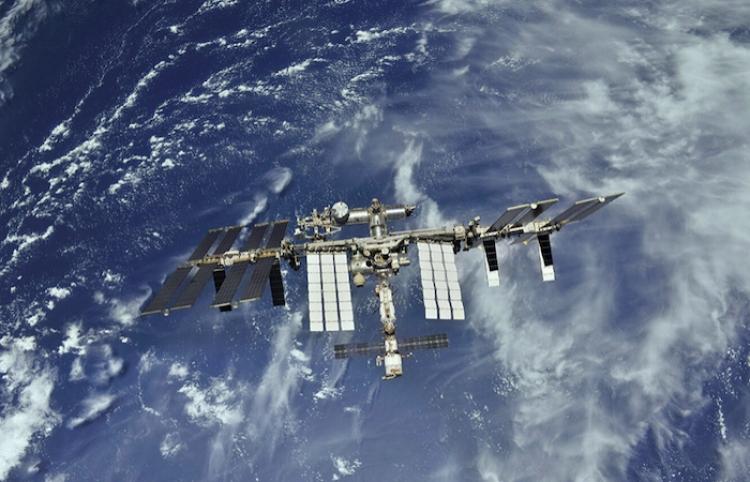 Cosmonautas en la EEI informan que los motores del módulo Nauka arrancaron de improviso
