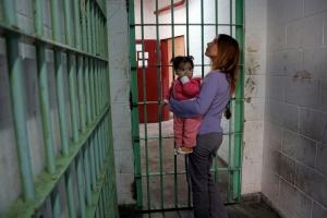 Respetar derechos humanos de reclusas y sus hijos, pide diputada