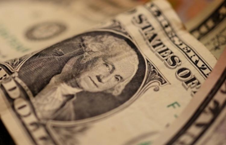Dólar liga cuatro jornadas con retroceso, cierra en $19.63 en bancos