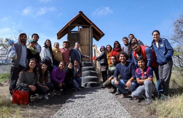 Estudiantes universitarios crean sanitario sustentable