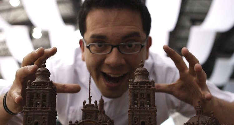 Chef Ramón Castillo reúne en un libro recetas y guía para emprendedores