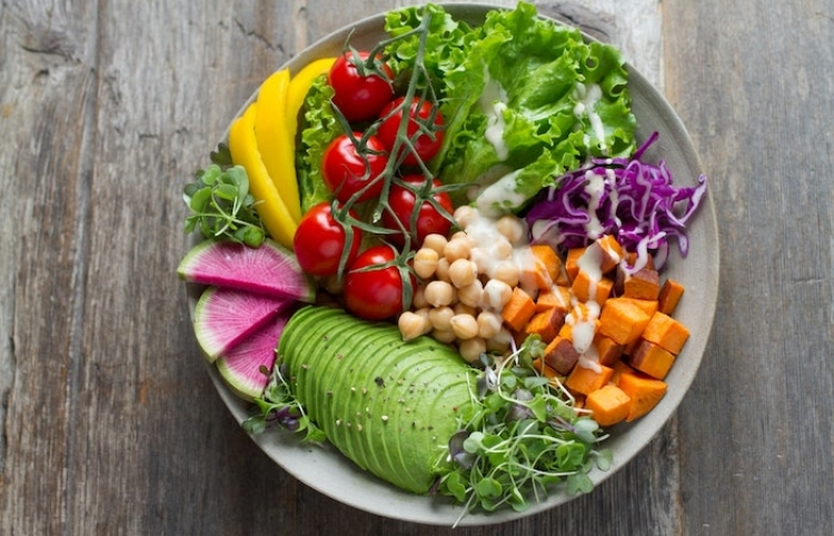 Dieta vegetariana reduce riesgo de infecciones urinarias