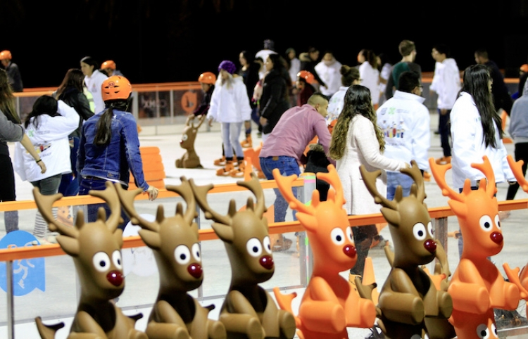 Parque de hielo abre con música y patinadores