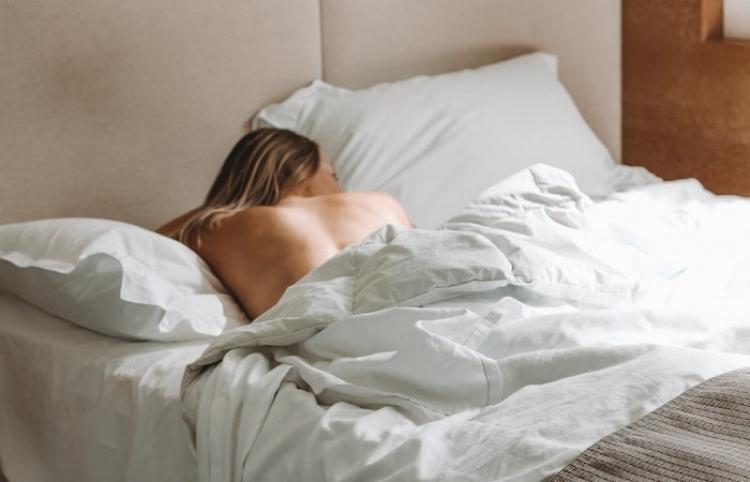 ¿Dormir con el teléfono cerca es malo para la salud?