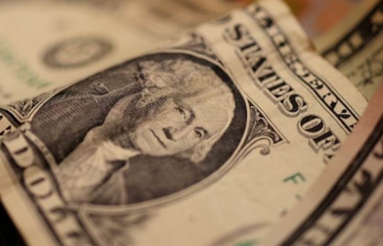 Dólar se mantiene a la baja, abre en 19.61 pesos en bancos