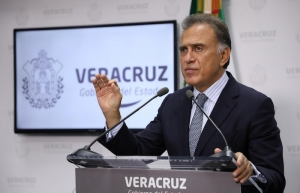Titular de policía de Veracruz acusa a Yunes de homicidio de alcaldesa