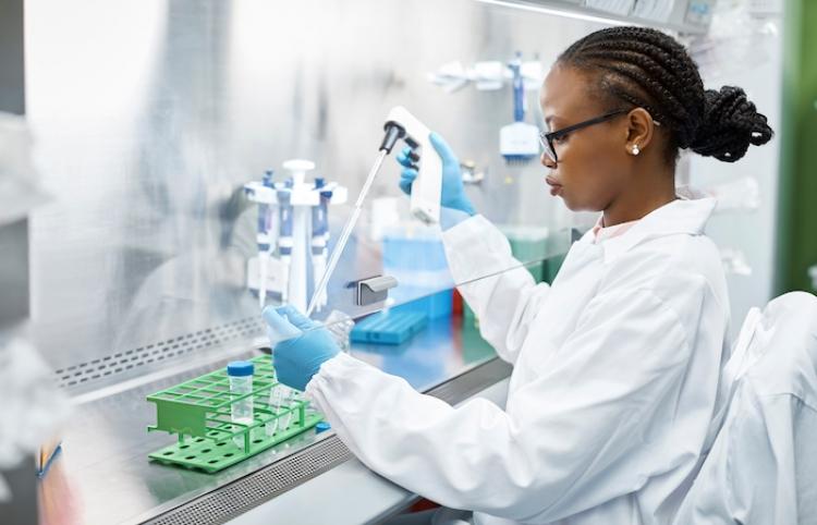 La FDA aprueba tercera dosis de Pfizer contra covid-19 para mayores de 65 años en EEUU