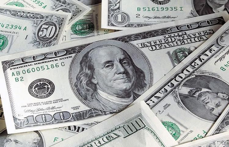 Dólar baja 10 centavos, cierra en 19.52 pesos a la venta en bancos