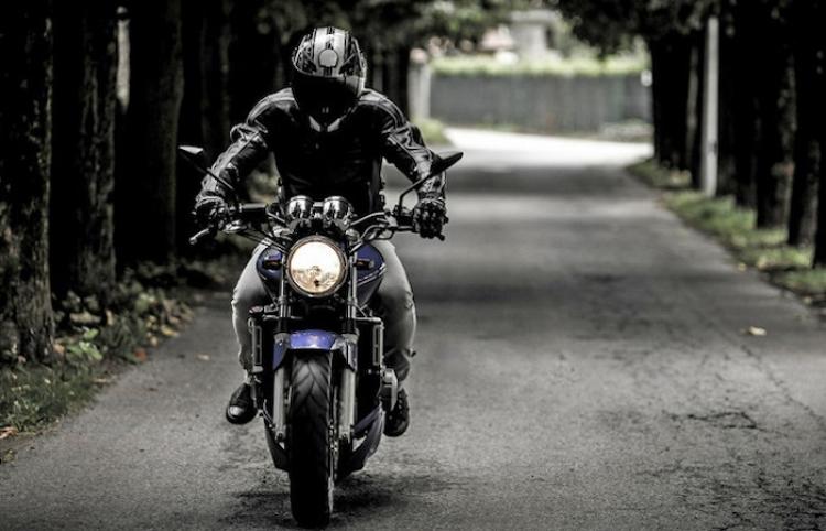 El peligroso viaje de un argentino a 300 km/h en su motocicleta