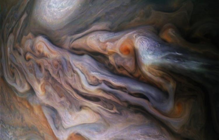 NASA muestra nuevas imágenes de fenómenos atmosféricos en Júpiter