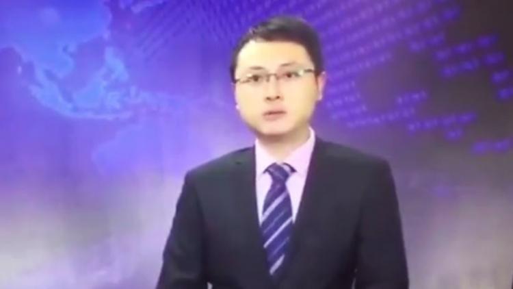 Presentador chino continúa en calma la transmisión tras sismo