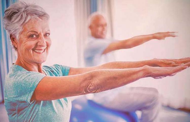 ¿Cómo puede activarse físicamente el adulto mayor desde casa?