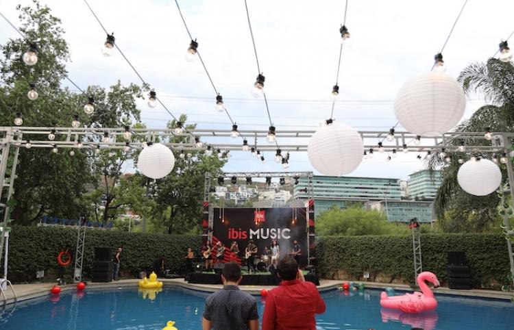 IBIS se une con Spotify, para llevar conciertos a hoteles