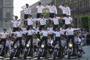 Bomberos y Policías toman el Zócalo para Juegos Latinoamericanos