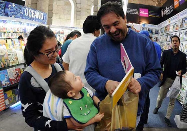 Nuevas generaciones de hombres participan activamente en la paternidad