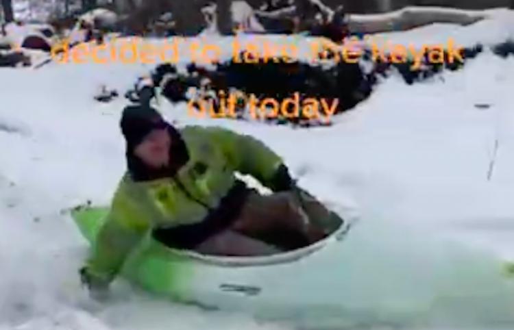 Kayak en la nieve con cabras