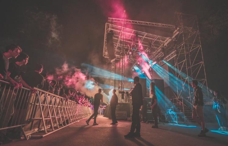 Francia limita a 5.000 espectadores sentados el aforo de festivales de primavera y verano