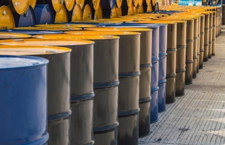 Precios del crudo se estancan a la baja