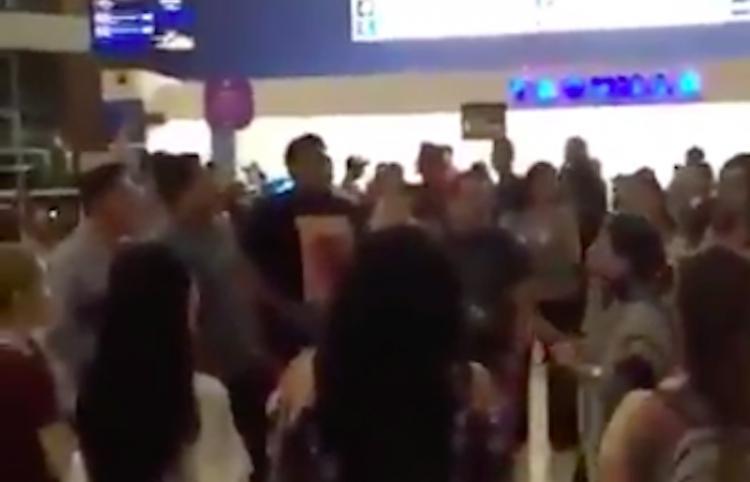 Sorprende a la red video de jóvenes cantando 'Bohemian Rhapsody' en el cine