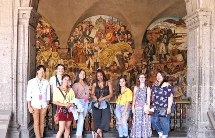 Estudiantes de UMass Boston estudian español y cultura mexicana en el CEPE