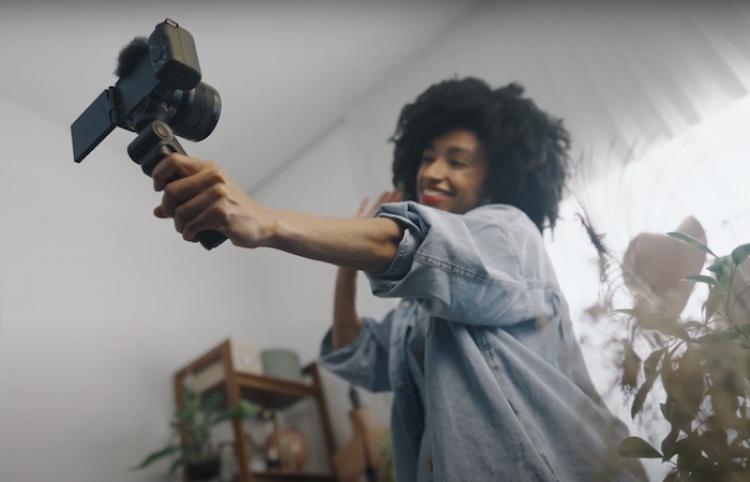 Presenta Sony nueva cámara para vlogging