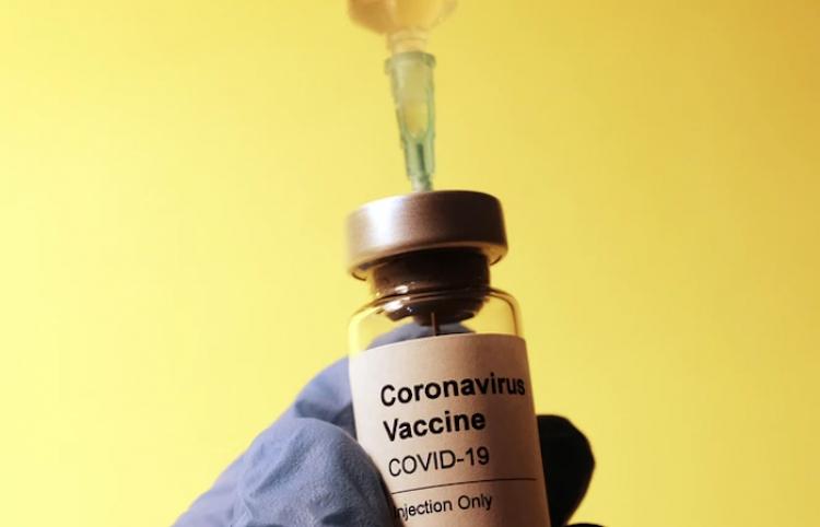 Vacunación masiva anticovid contribuirá al crecimiento de PIB, dice jefa de Banco de Rusia