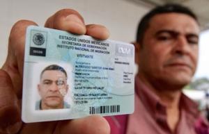 Entregan en Chiapas las primeras tarjetas de visita a migrantes