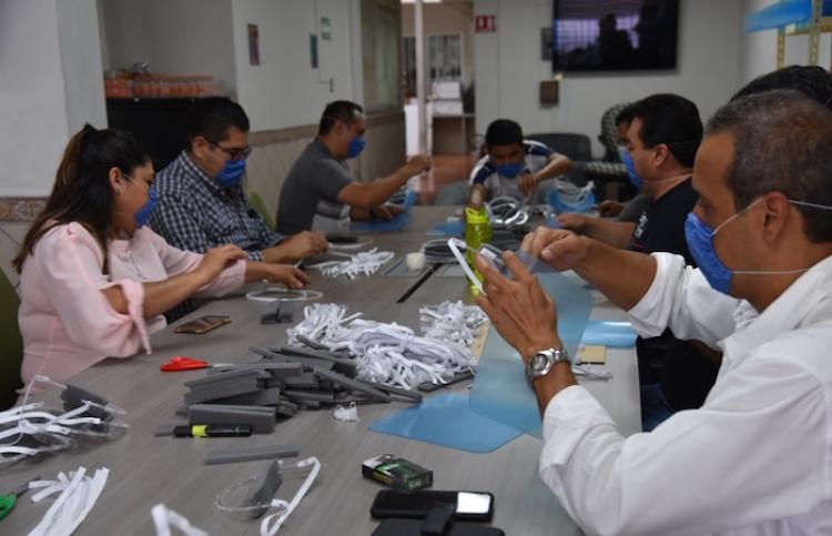 Red Universitaria de Guadalajara elabora material médico contra COVID-19