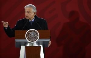 Gobierno compra 571 pipas para regularizar abasto de combustible, anuncia López Obrador