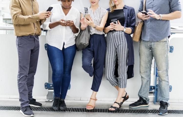 Usar redes sociales en exceso podría dañar tu salud mental, afirma estudio