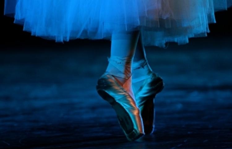 Trabajan en dispositivo para proteger pies de estudiantes de ballet