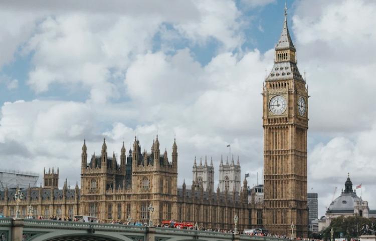 Las restricciones por covid en Inglaterra podrían levantarse antes del 21 de junio